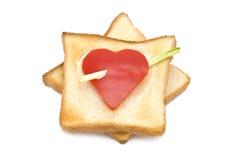 Toast mit Herz-förmigem Paprika Stockfotos