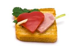Toast mit Herz-förmigem Paprika und Schinken Lizenzfreies Stockbild