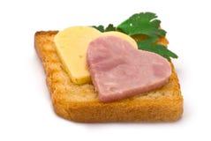 Toast mit Herz-förmigem Schinken und Käse Stockbilder