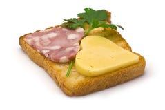 Toast mit Herz-förmiger Wurst und Käse Lizenzfreie Stockbilder