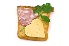 Toast mit Herz-förmiger Wurst und Käse Lizenzfreies Stockfoto