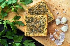 Toast mit Knoblauch und Petersilie Stockbilder