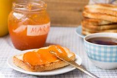 Toast mit Marmelade lizenzfreie stockfotos