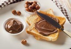 toast mit schokolade verbreitete zum ein s es fr hst ck lizenzfreies stockbild. Black Bedroom Furniture Sets. Home Design Ideas