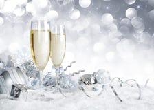 Toast mit silberner Weihnachtsdekoration Stockbilder