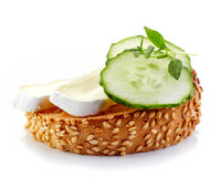 Toasted bread with brie and cucumber Stock Photography