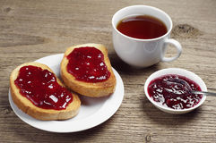 Toasted bread with jam and tea Royalty Free Stock Photos