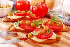 Toasted crostini with mozzarella and tomato Royalty Free Stock Photos