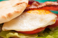 toasted egg and bacon naan sandwich Stock Images