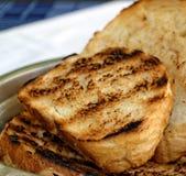 Toasted schnitt Weißbrot in der Metallschüssel Lizenzfreies Stockbild