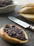 toasted tapenade черной оливки багета Стоковые Фотографии RF