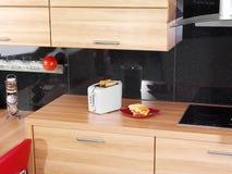 Toaster auf dem Küchezählwerk Stockbilder