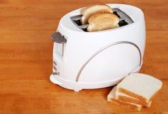 Toaster mit Brot stockbild
