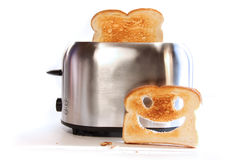 Toaster mit Scheiben des Toasts Stockbilder