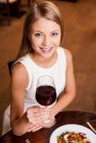 toasting вино Стоковое Фото