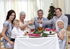 toasting семьи обеда рождества Стоковое Фото
