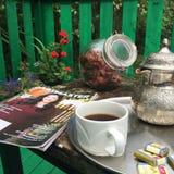 Toastmastees杂志和咖啡 库存图片