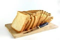 Toastweißbrot lokalisiert auf einem weißen Hintergrund Lizenzfreies Stockfoto