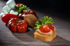 Toats avec le pâté et le caviar Photographie stock