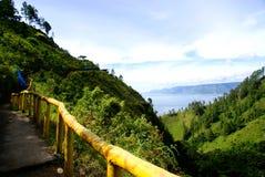 Toba See von Tongging-Dorf lizenzfreie stockfotografie