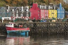 Tobermory en la isla de reflexiona sobre en Escocia Fotografía de archivo