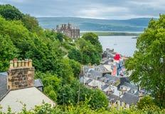Tobermory en un día de verano, capital de la isla Mull en el Hebrides interno escocés foto de archivo