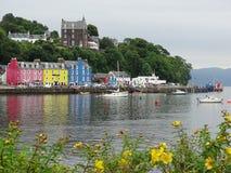 Tobermory, wyspa Rozmyślam, z wybrzeża Szkocja Obrazy Royalty Free