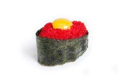 Tobiko Gunkan con uovo di pesce del pesce volante immagini stock libere da diritti