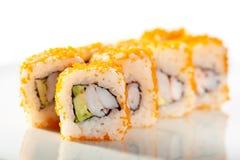 Tobiko-Sushi-Rolle Lizenzfreie Stockbilder