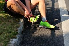 Tobillo herido del corredor de maratón Imagen de archivo