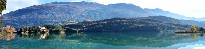 Toblino城堡和湖全景1 免版税图库摄影