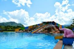 Tobogán acuático colorido Imagenes de archivo
