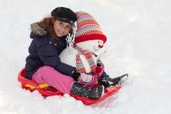 toboggan снеговика девушки стоковое изображение rf