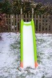 Toboggan met sneeuw wordt behandeld die stock afbeeldingen