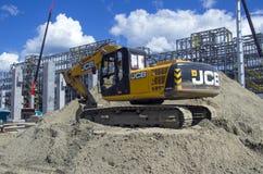 Tobol'sk, Russia - 16 luglio 2017: il ` del ` SIBUR della società Costruzione su grande scala del complesso chimico del gas escav Fotografia Stock Libera da Diritti