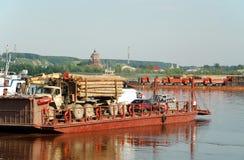 Tobolsk, cruzando-se através do rio Irtysh Imagem de Stock
