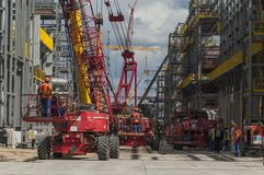 Tobolsk, Rusia - 16 de julio 2017: el ` del ` SIBUR de la compañía Construcción en grande del complejo químico del gas Imagen de archivo