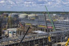 Tobolsk, Rusia - 16 de julio 2017: el ` del ` SIBUR de la compañía Construcción en grande del complejo químico del gas Fotos de archivo