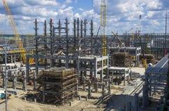 Tobolsk, Rusia - 16 de julio 2017: el ` del ` SIBUR de la compañía Construcción en grande del complejo químico del gas Imagenes de archivo