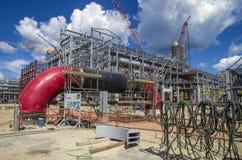 Tobolsk, Rusia - 16 de julio 2017: el ` del ` SIBUR de la compañía Construcción en grande del complejo químico del gas Fotografía de archivo libre de regalías