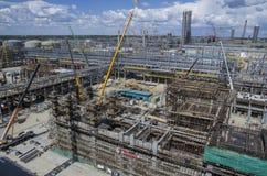 Tobolsk, Russie - 16 juillet 2017 : le ` du ` SIBUR de société Construction à grande échelle du complexe chimique de gaz Photographie stock libre de droits