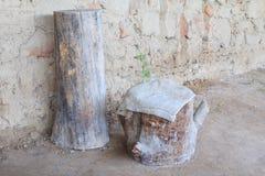 Tocón de árbol para sentarse en el siglo de bronce Imagen de archivo libre de regalías