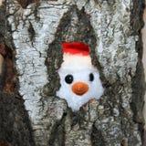 Tocón de árbol putrefacto vacío y un juguete Fotografía de archivo libre de regalías