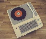 Tocadiscos portátil retro Imágenes de archivo libres de regalías
