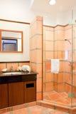 Tocador moderno del cuarto de baño Imagenes de archivo