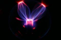 Tocando em uma esfera do plasma Imagens de Stock Royalty Free