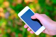 Tocando em uma tela, dispositivo móvel Fotografia de Stock Royalty Free