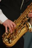 Tocar el saxofón Fotografía de archivo libre de regalías
