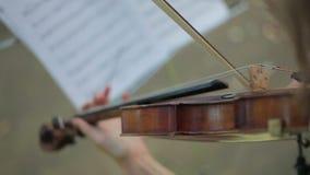 Tocar el violoncelo almacen de video