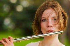 Tocar la flauta Imagen de archivo
